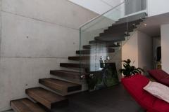 Freischwebende Treppe von unten